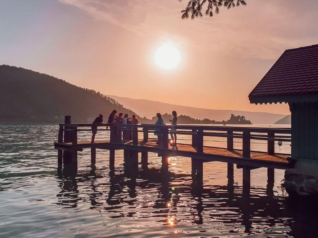 Coucher de soleil sur le lac d'Annecy depuis Talloires, blogtrip famille Annecy