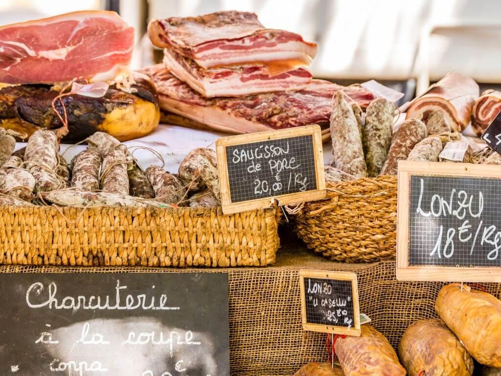 Les spécialités Corses, la charcuterie : saucisson, lonzu, ...