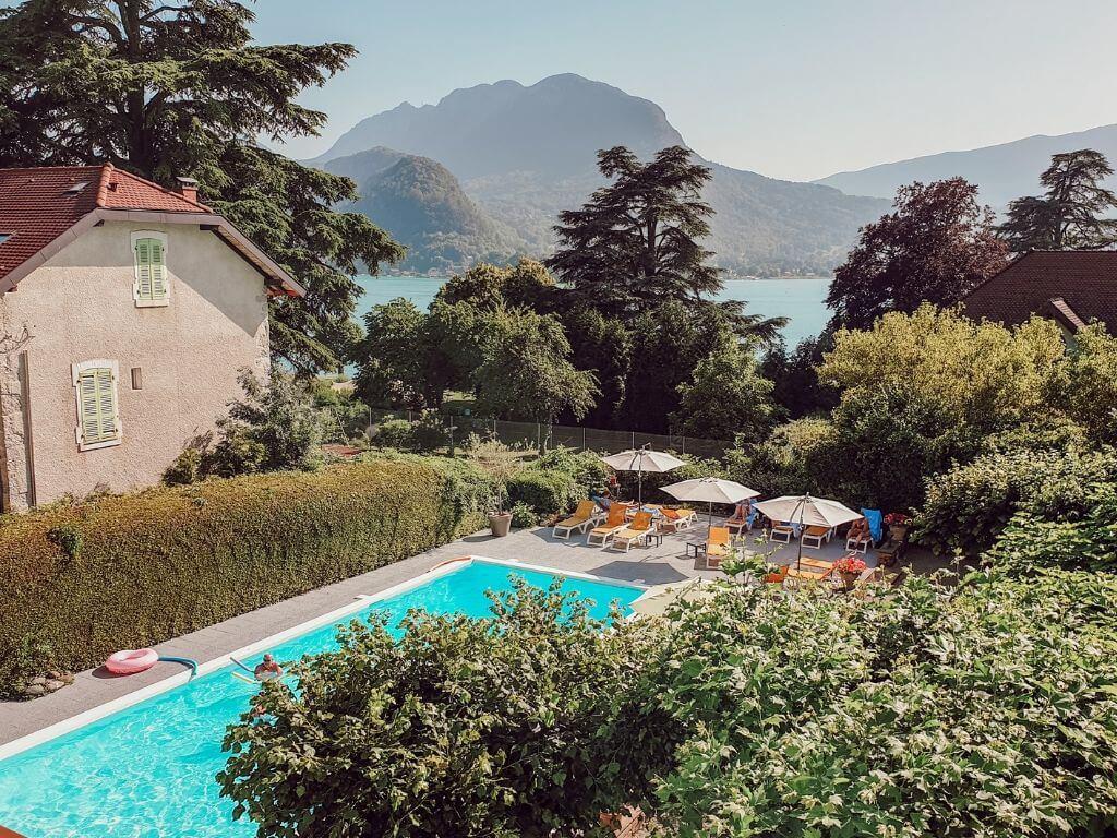 L'hôtel du Lac à Talloires avec la vue sur le Lac d'Annecy depuis notre chambre