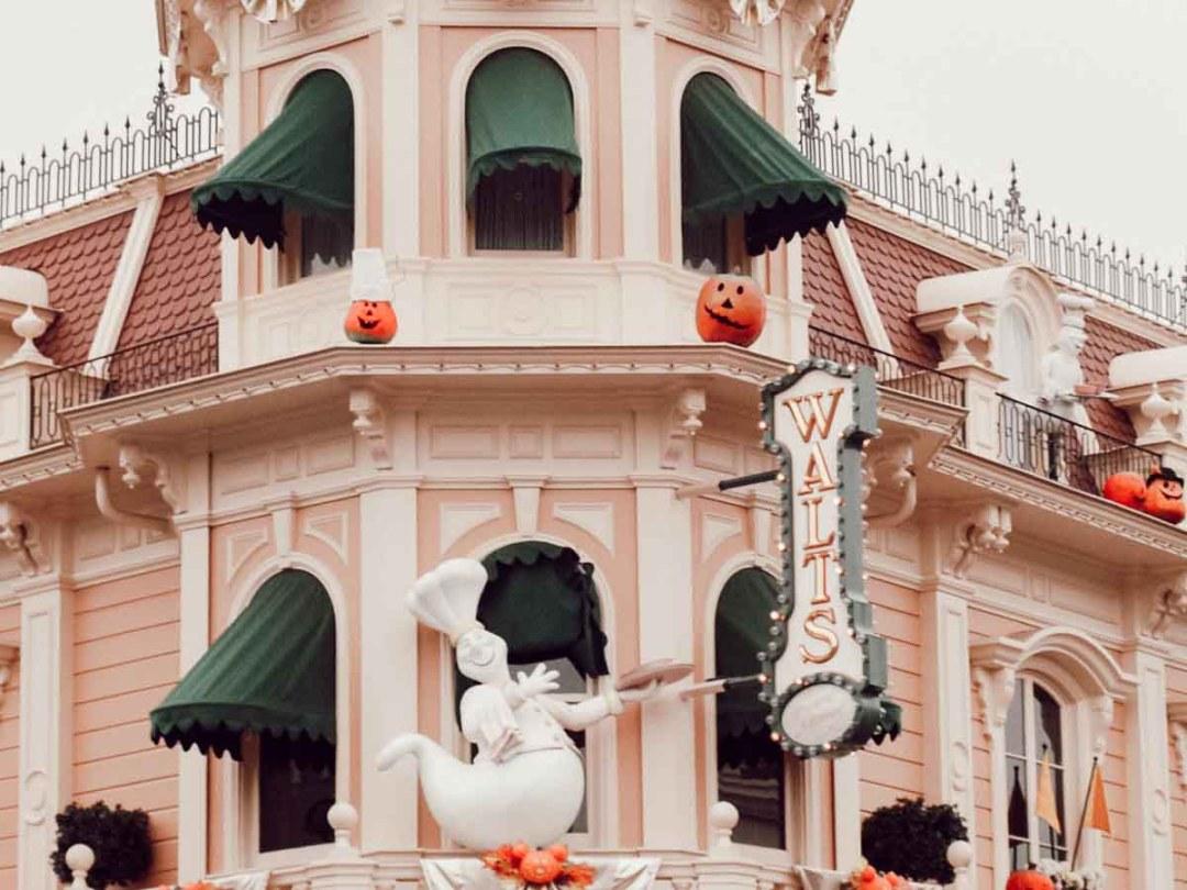 Décorations d'Halloween sur Maint Street à Disneyland Paris