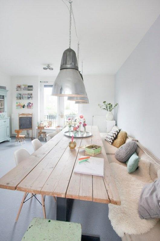Table en bois avec banc style scandinave