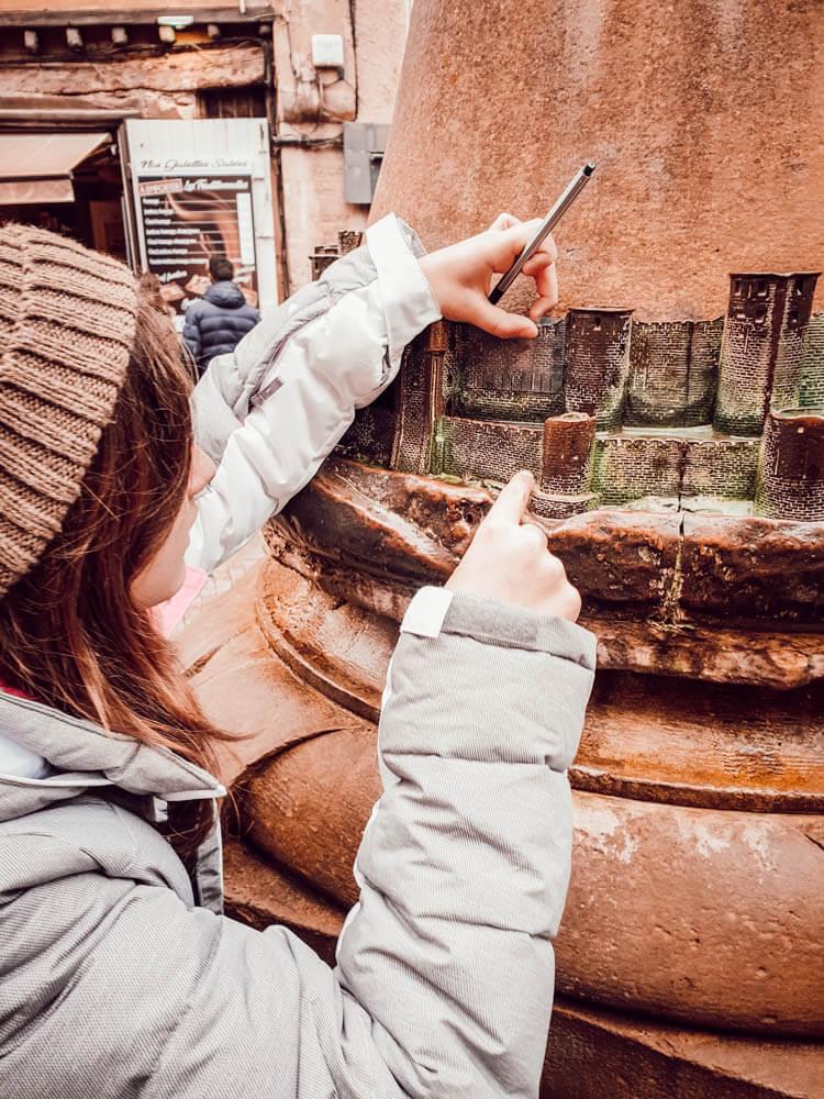 Visite de la cité de Carcassonne avec la box chasse au trésor pour les enfants et familles