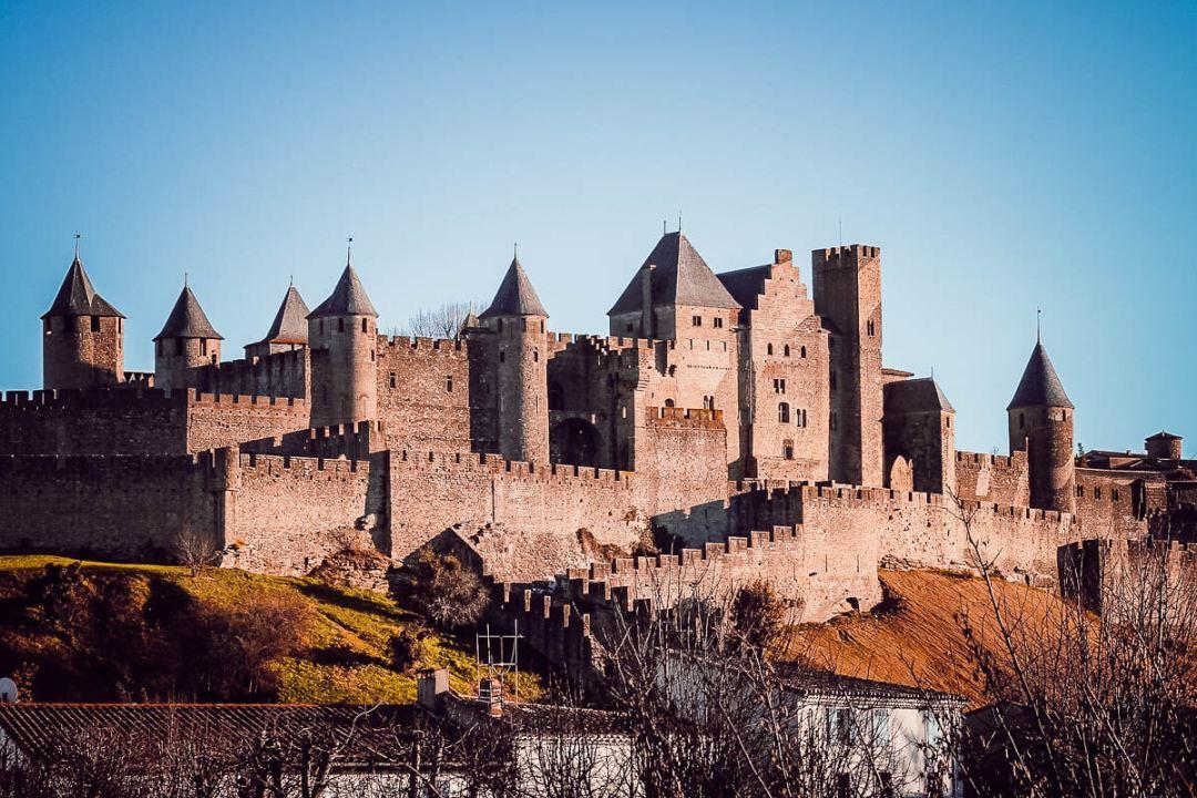 Vue de la cité de Carcassonne depuis le vieux pont
