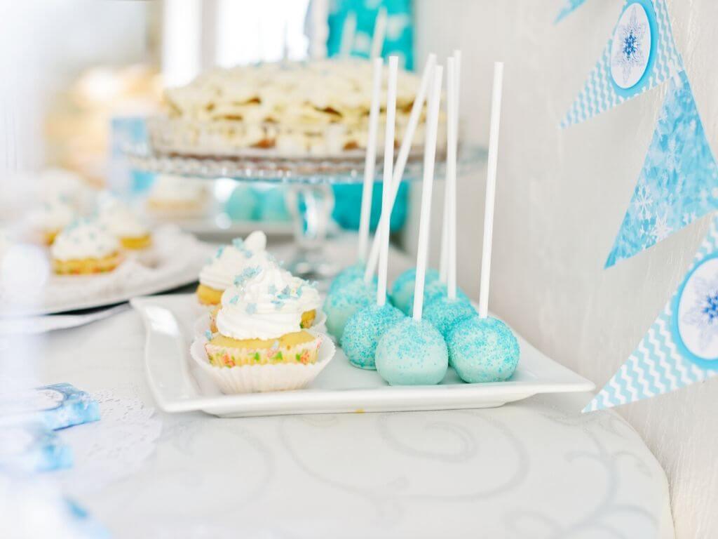 Organiser Un Anniversaire La Reine Des Neiges Avec Des Ballons Bleus