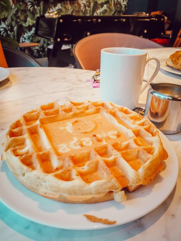 Petit déjeuner buffet de l'hôtel Adagio Edimbourg Royal Mile