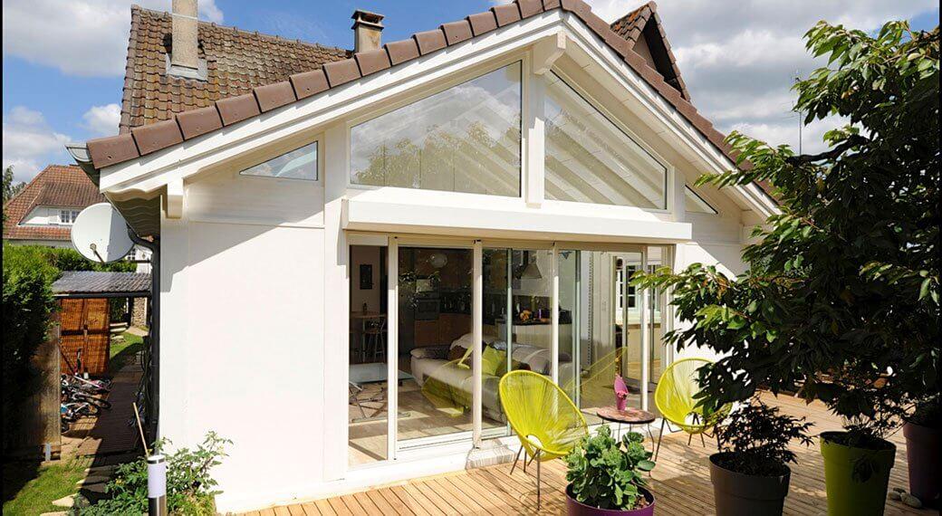 Plus d'espace avec une extension de maison grâce à la véranda