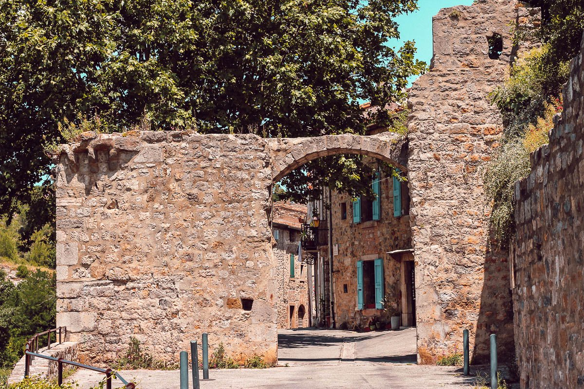 Visiter Lagrasse, plus beaux villages de France, Aude