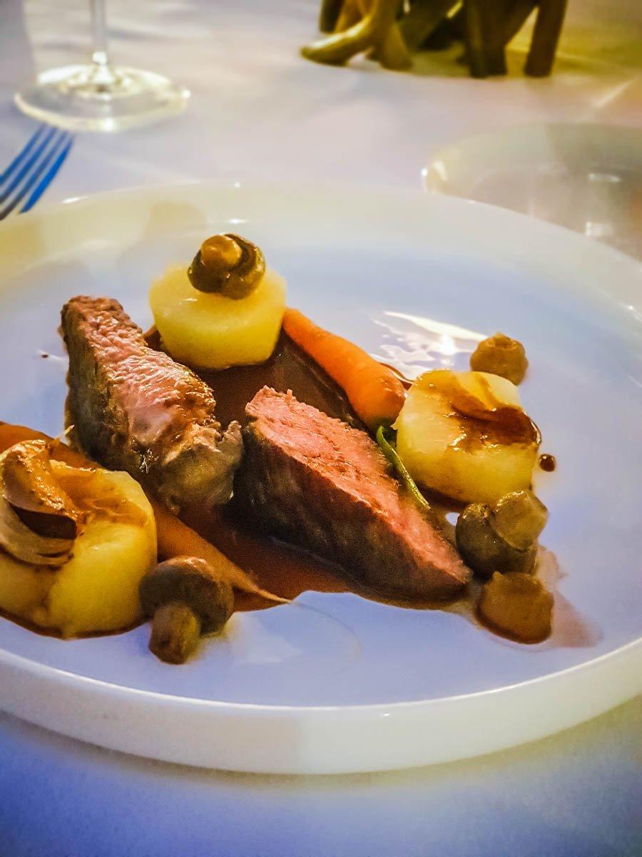 Dîner gastronomique à La Cour des Ducs, Château des Ducs de Joyeuse, Couiza, Aude bonne adresse
