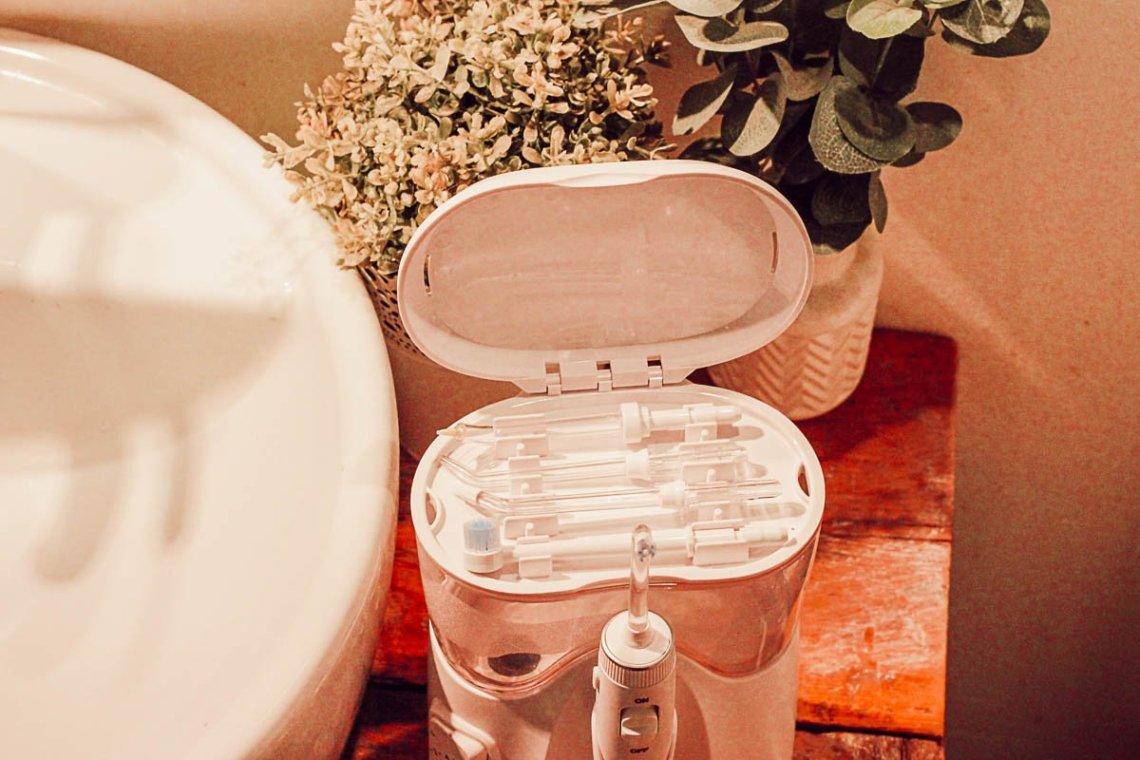 Utiliser un hydropulseur dentaire Waterpik pour avoir un beau sourire