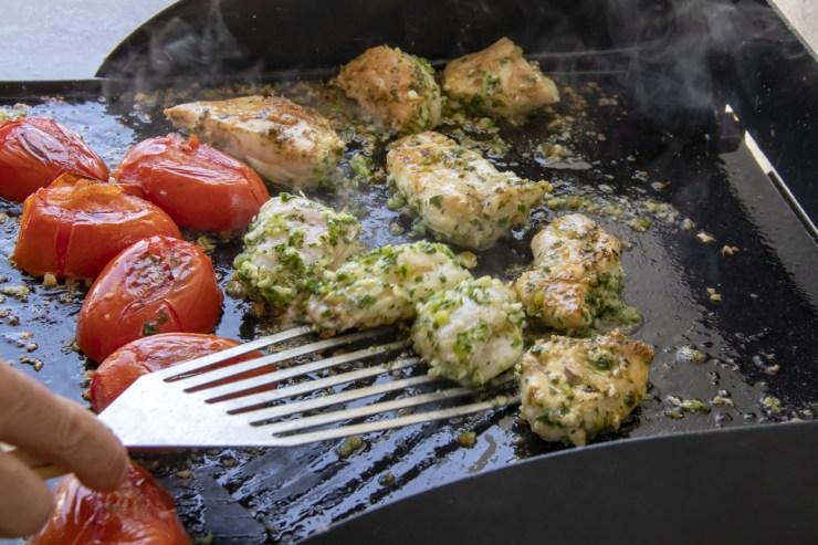 L'incontournable salade de poulet grillé à la plancha
