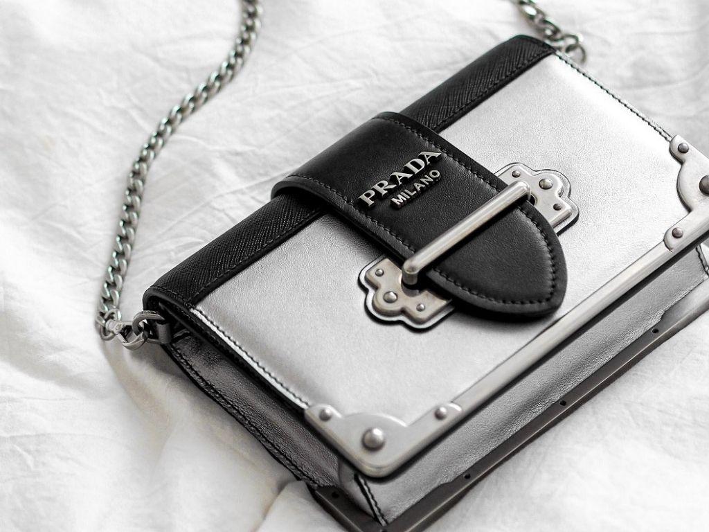 Comment reconnaitre un vrai sac Prada ?