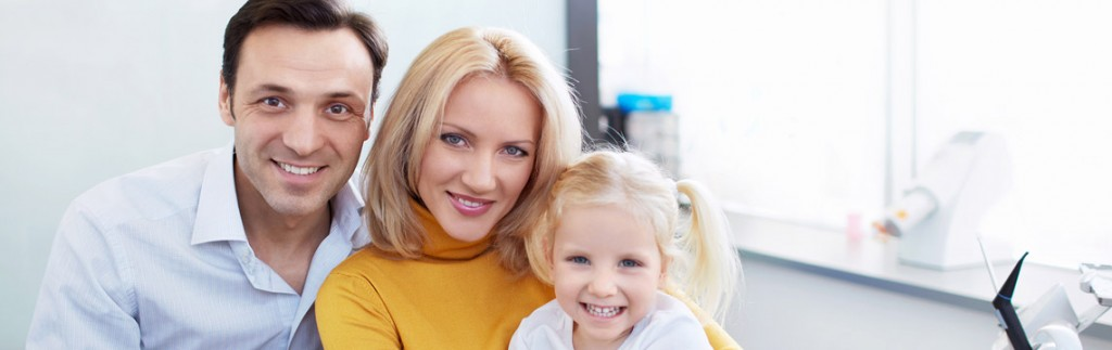 bigstock-Family-in-the-dentist-s-office-46287166x1140