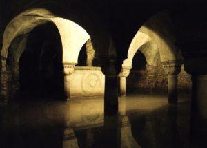 Romanische Krypta unter der Kirche San Zaccaria
