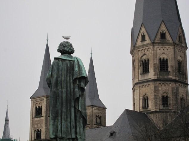 Beethoven wartet am Morgen vor dem Münster dass der Vogel...