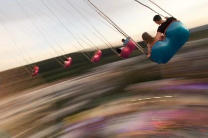 Im Karussell kann man herrlich über Pützchens Markt fliegen
