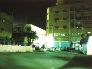 Bei Stromausfall, Nachts vorm Kulturzentrum
