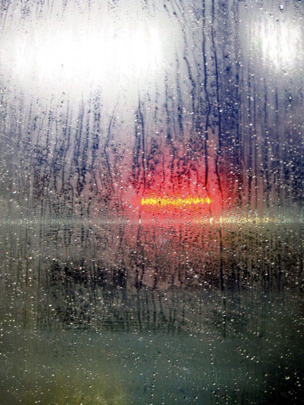 Regen an der Zugscheibe