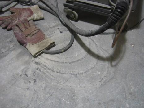 Muster auf dem Boden in der Werkstatt