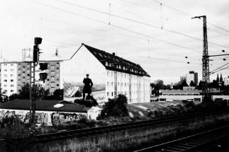 Köln - Warten früh morgens am Bahnhof Trimbornstrasse