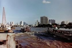 Bangkok - Mit dem Chao Phraya Express Boot kommt man schnell durch die Stadt