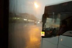 Belluno - Extremer Regenschauer am Busbahnhof in den Dolomiten in Italien