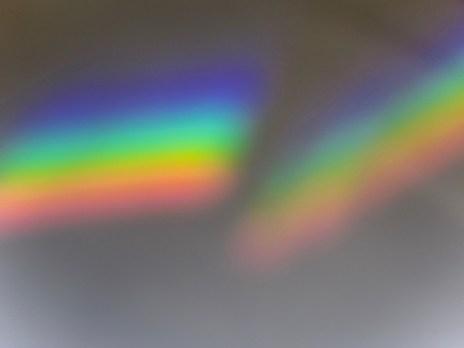 Das ganze Farbspektrum durch ein Prisma an die Wand geworfen