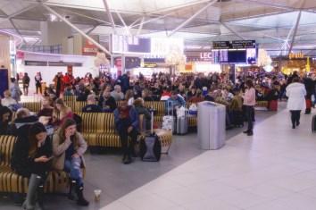 STN - Zentraler Wartebereich am Flughafen London Stansted