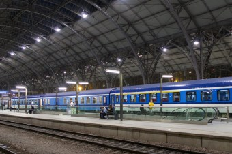 Praha Hlavní Nádraží - Warten am Hauptbahnhof in Prag
