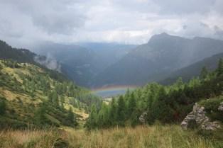 Regenbogen beim Wandern in den Dolomiten