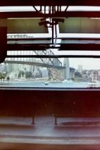 Sydney - Warten mit Aussicht an der Circular Quay Railway Station