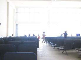 BJR - die Wartehalle am Flughafen von Bahir Dar, Äthiopien