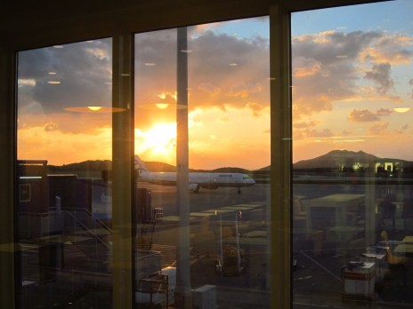 Ganz früh morgens am Flughafen von Athen