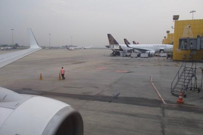 DEL - Früher Morgen am Indira Gandhi International Airport in Delhi