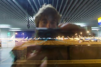 Nachts auf dem Flughafen Amsterdam Schiphol