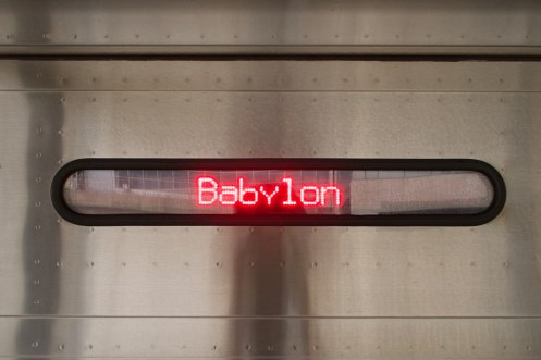 Zug nach Babylon, am Bahnhof Jamaica