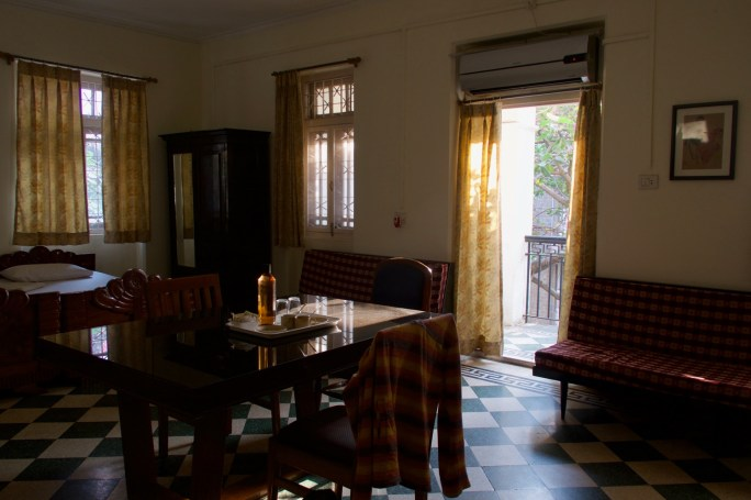 Mumbai - Großes geräumiges Zimmer im Bentleys Hotel in Colaba