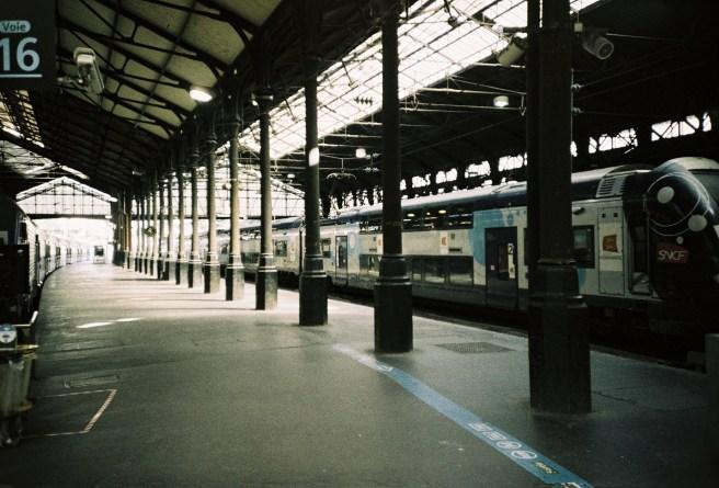 Paris-Saint-Lazare -Wenn gerade kein Zug fährt, sind die Bahnsteige menschenleer