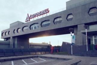 Tolle Architektur der Autobahnraststätten in Italien