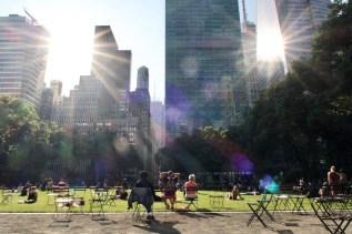 Von zwei Sonnen beschienen im Bryant Park in New York