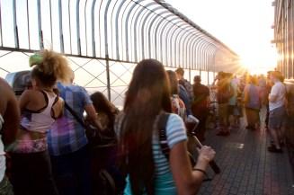 Abendsonne auf der Besucherterrasse im Empire State Building New York
