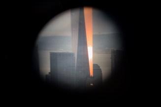 Der Freedom Tower durch ein Fernrohr fotografiert