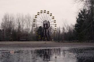 Auf dem Rummelplatz mit Riesenrad