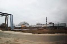 Fahrt am havarierten Reaktor entlang