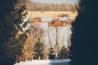 Alte Schiffe verrosten am Fluss Prypjat