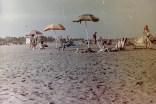 Sonnenschirme und Strandliegen am Lido