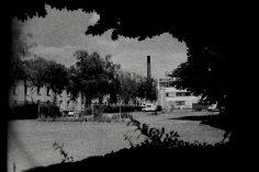 Fabrik und leerer Parkplatz in Bonn Beuel