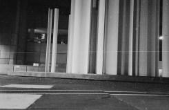 Ein langer Kratzer der Abziehzange korrespondiert sehr schön mit den Linien und der Komposition des Fotos