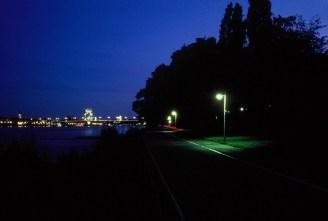 Abend am Rheinufer, Leinpfad in Castell