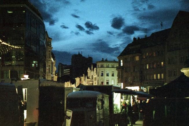 Letztes Abendlicht, auf dem Bonner Marktplatz zur Blauen Stunde