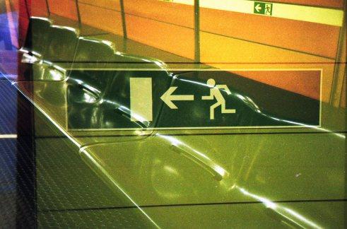 Doppelbelichtung U-Bahn Bonn - Notausgang, Grün in Grün